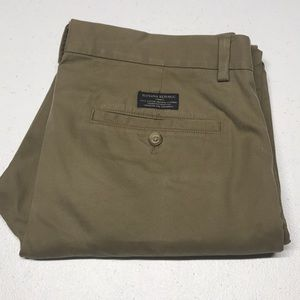 BANANA REPUBLIC 32 x 30 Aiden Chino Khaki Pants